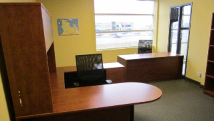 Encan unit s de travail bureaux chaises - Mobilier de bureau laval ...