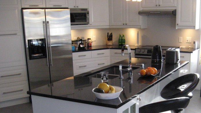 latest comptoirs de granit fait par des avec ans duexprience prix comptitif nous vous offrons en. Black Bedroom Furniture Sets. Home Design Ideas