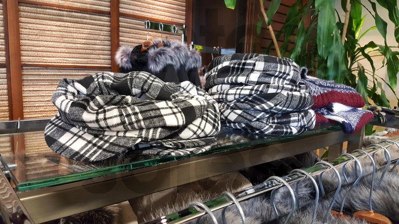 Grande vente entrep t manteaux manteaux for Entrepot de meuble a montreal