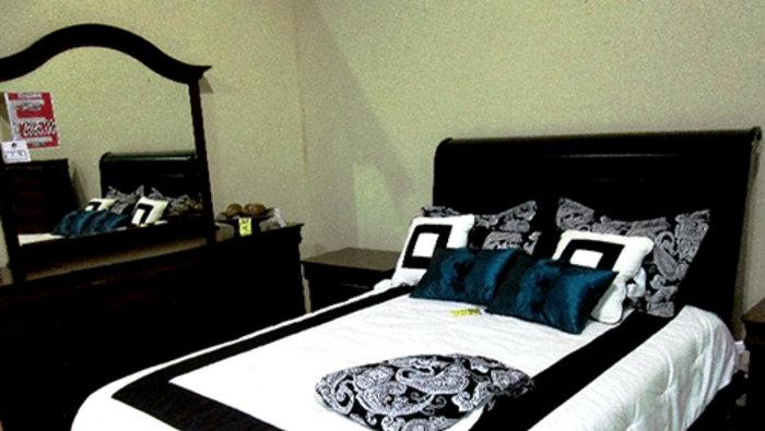 Faillite meubles l gance 50 70 for Centre de liquidation meubles laval